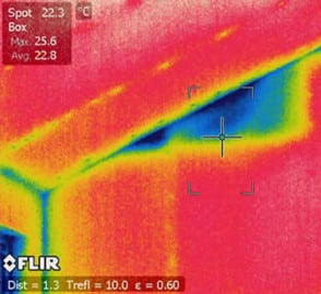 Using thermal imaging for moisture detection
